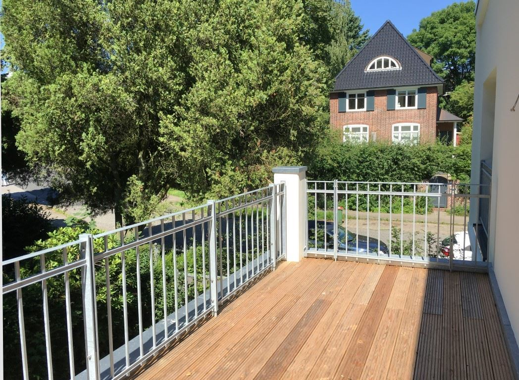 Balkone mit Holzbelag